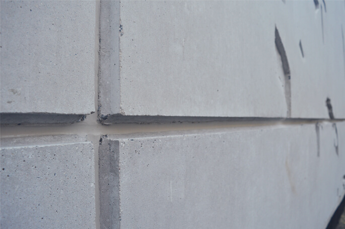 Fire-resistant expansion joint in prefab concrete